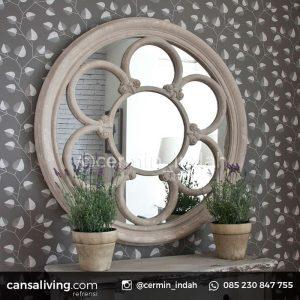 Spesifikasi Cermin Bulat Lengkung Rustic Shabby Chic Material Bahan : Kayu Jati Ukuran : P 55 x L 55 x T 3 Finishing : Rustic Variasi Doff Tebal Kaca Cermin : 3 mm